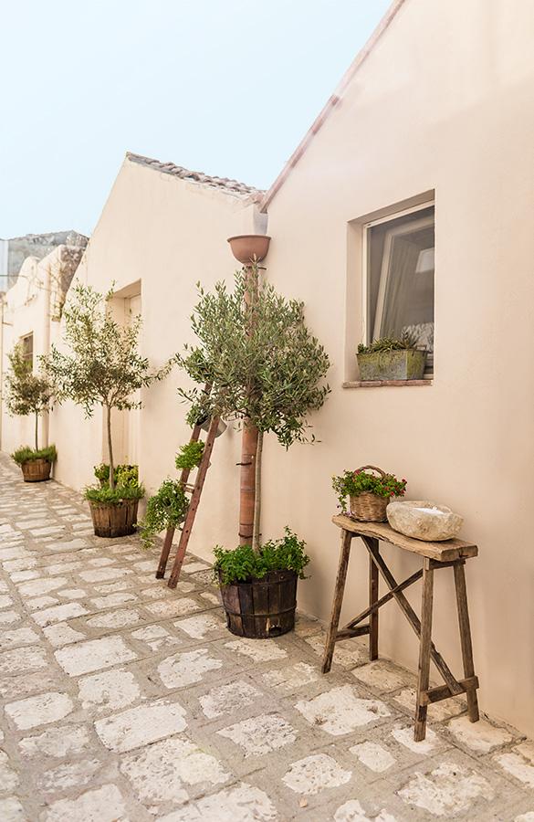 Borgo San Geatano: external narrow street